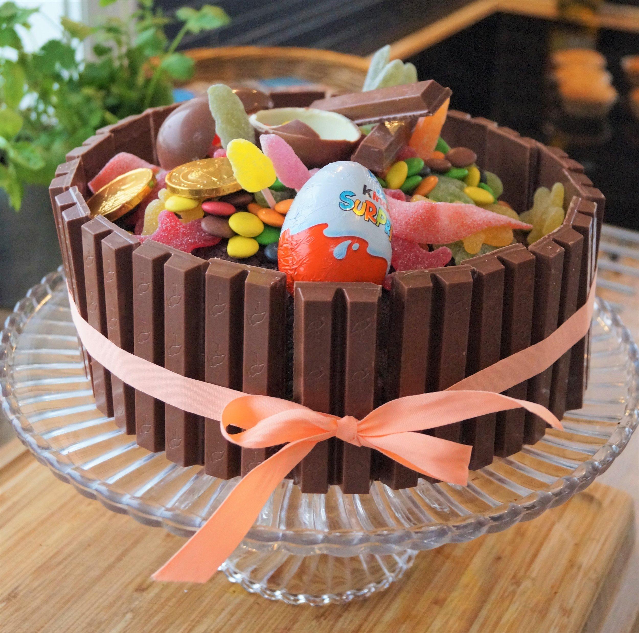 Saftig sjokoladekake med kvikklunsj og nonstop