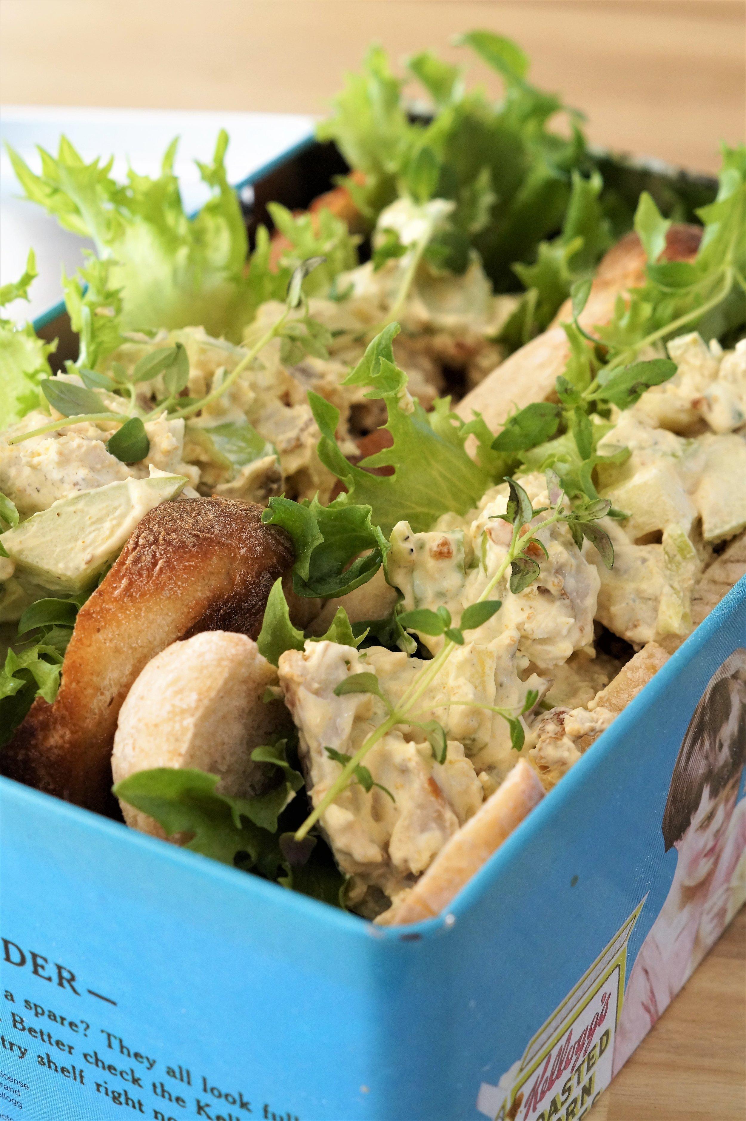Kyllingsalat med eple og karri