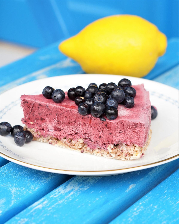 Blåbærcheesecake på hasselnøttbunn -