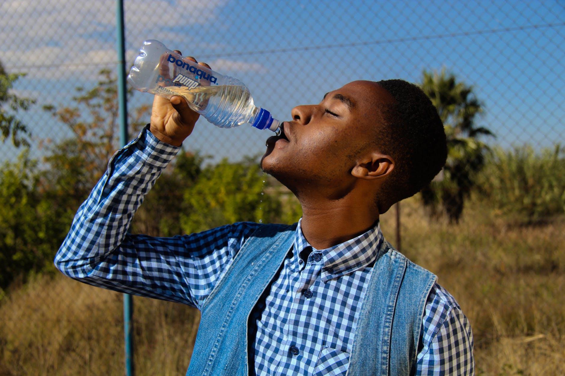 drink water in summer.jpeg