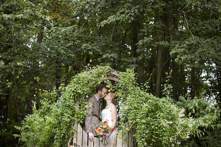schnoodleberry-farm-wedding-kelsey-kradel-photography_018(pp_w760_h506).jpg