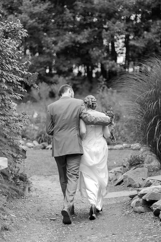 schnoodleberry-farm-wedding-kelsey-kradel-photography_019.jpg