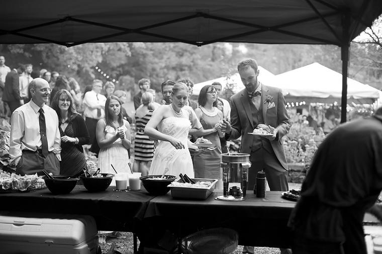 schnoodleberry-farm-wedding-kelsey-kradel-photography_031(pp_w760_h506).jpg