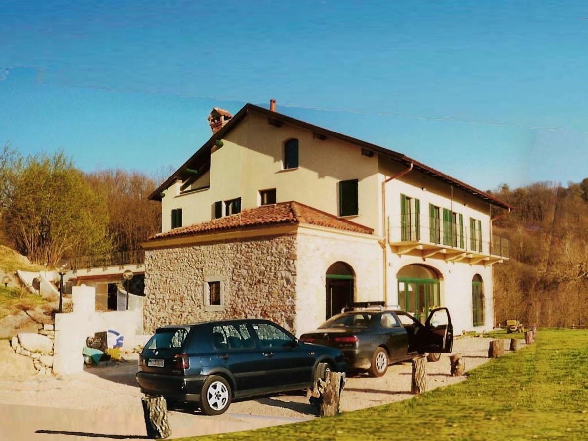 Cunardo Farmhouse -