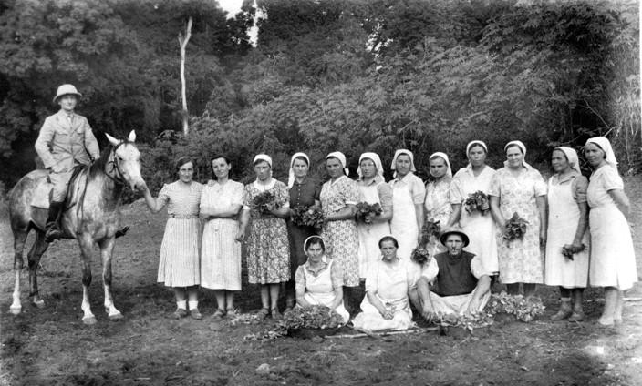 Donne polacche di Tengeru (madre di Szostak, la terza da sinistra).jpg