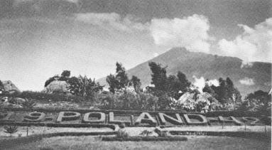 """La scritta """"Poland 1942"""" all'ingresso di Tengeru."""