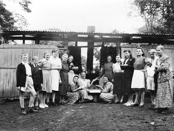 Le cucine del campo di Tengeru. Henryk Szostak è il secondo da destra.