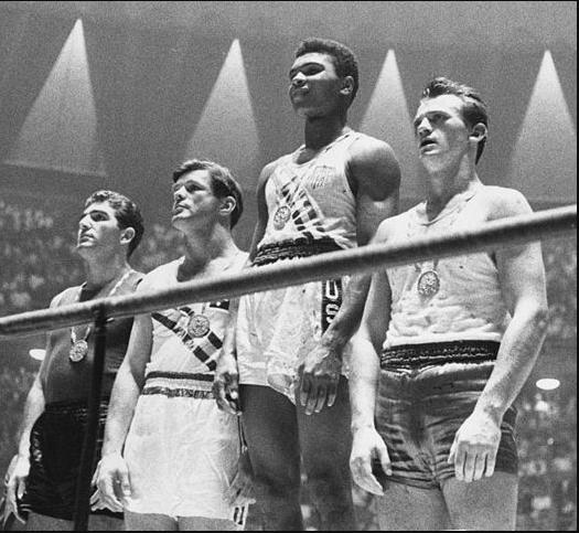 Il podio dei superwelter a Roma '60. Pietrzykowski è il primo da destra.