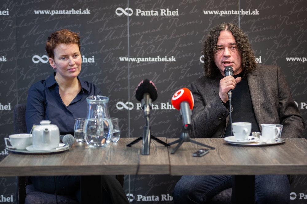 La direttrice del Centro ceco per il giornalismo investigativo, Pavla Holcová, assieme al direttore del Centro investigativo di Ján Kuciak, Arpád Soltész / Atlatszo.hu
