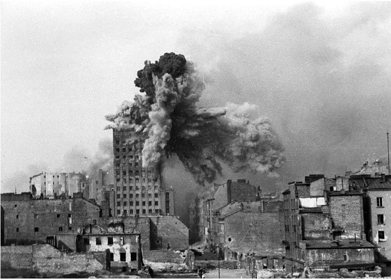 Il bombardamento del Prudential nell'iconica foto di Sylvester Braun (Wikipedia)