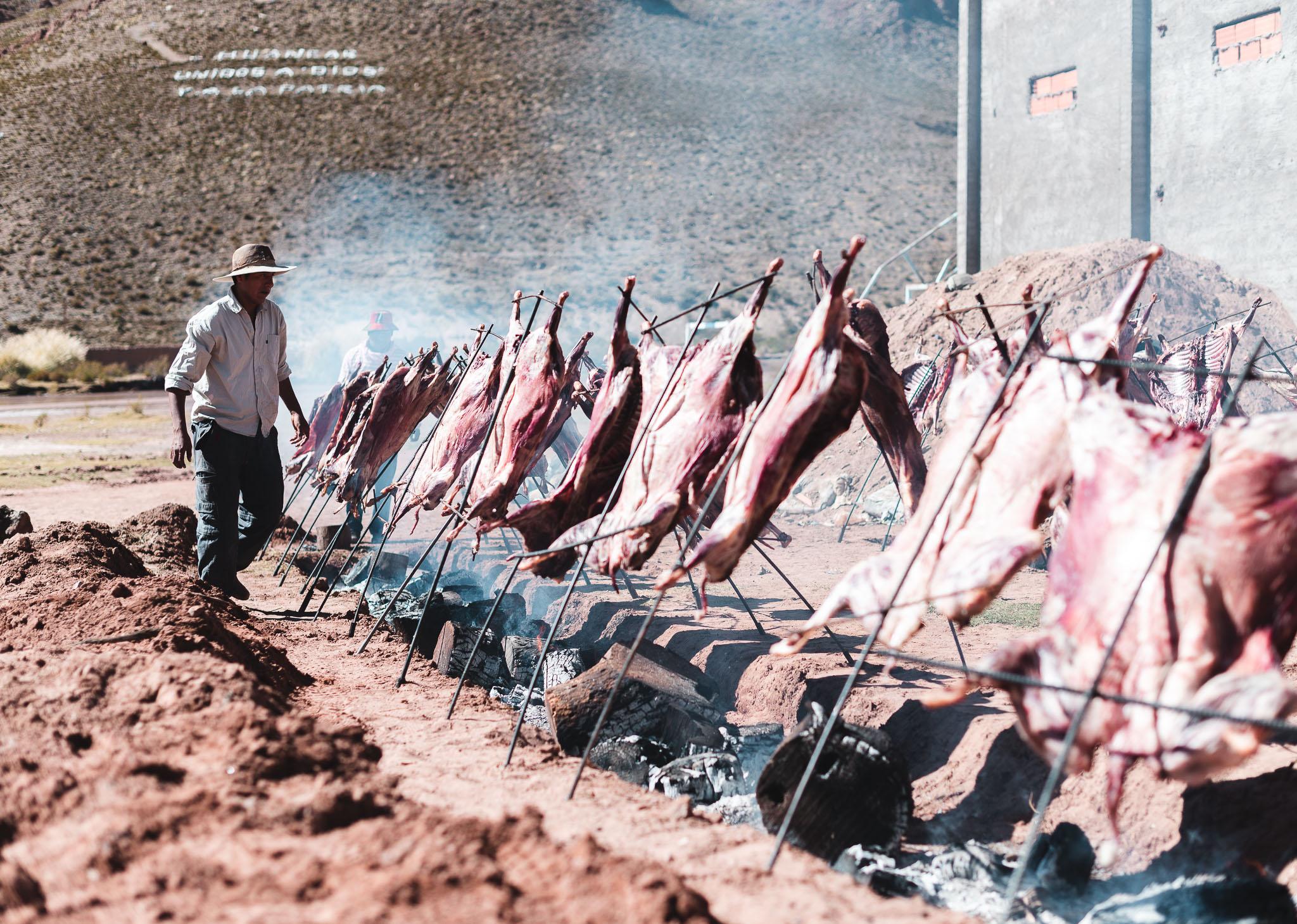 Für die Feier des 300-Einwohner Ortes Huáncar wurden 50 Lämmer gegrillt. Diese Aufnahme entstand abseits der eigentlichen Feier.