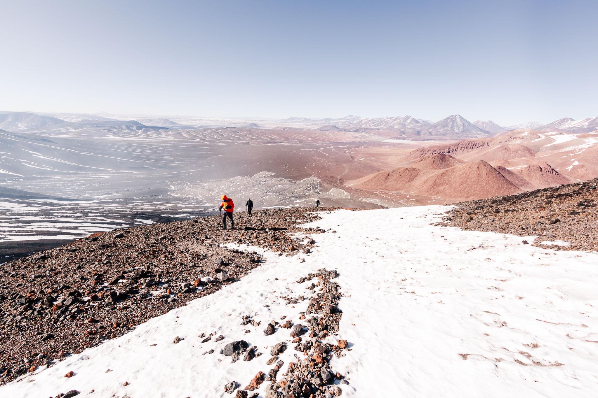 Auf dem Weg zum Vulkan Láscar (5600m).