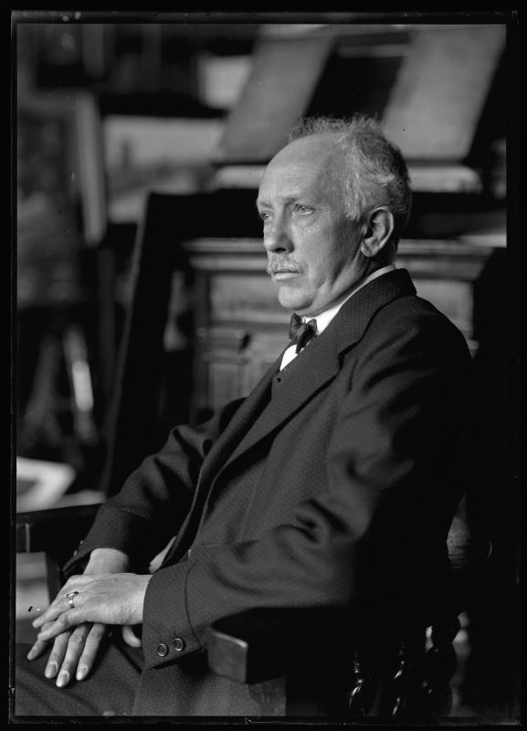 Ferdinand_Schmutzer_-_Richard_Strauss,_1922.jpg