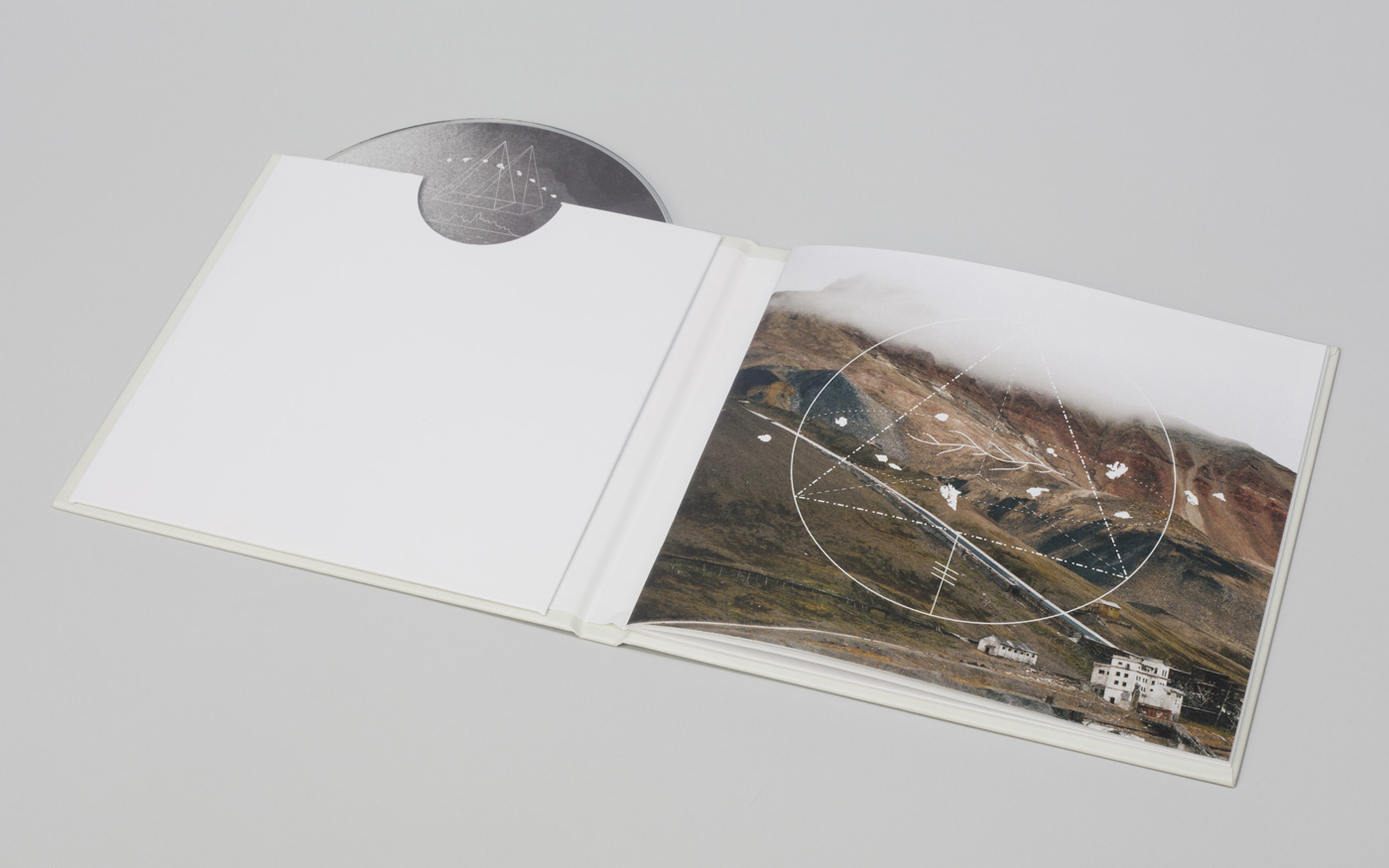 Piramida-Booklet-02-1400px.jpg