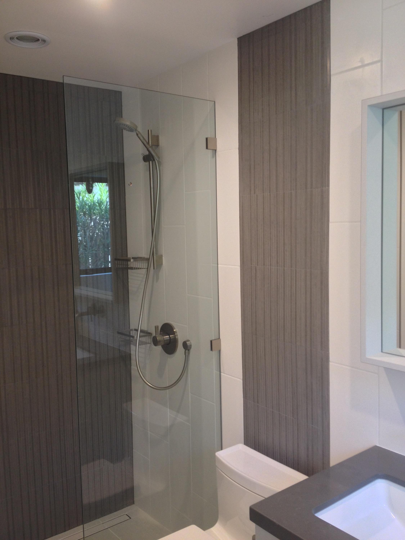 verticle decorative tile stripe shower bathroom walls