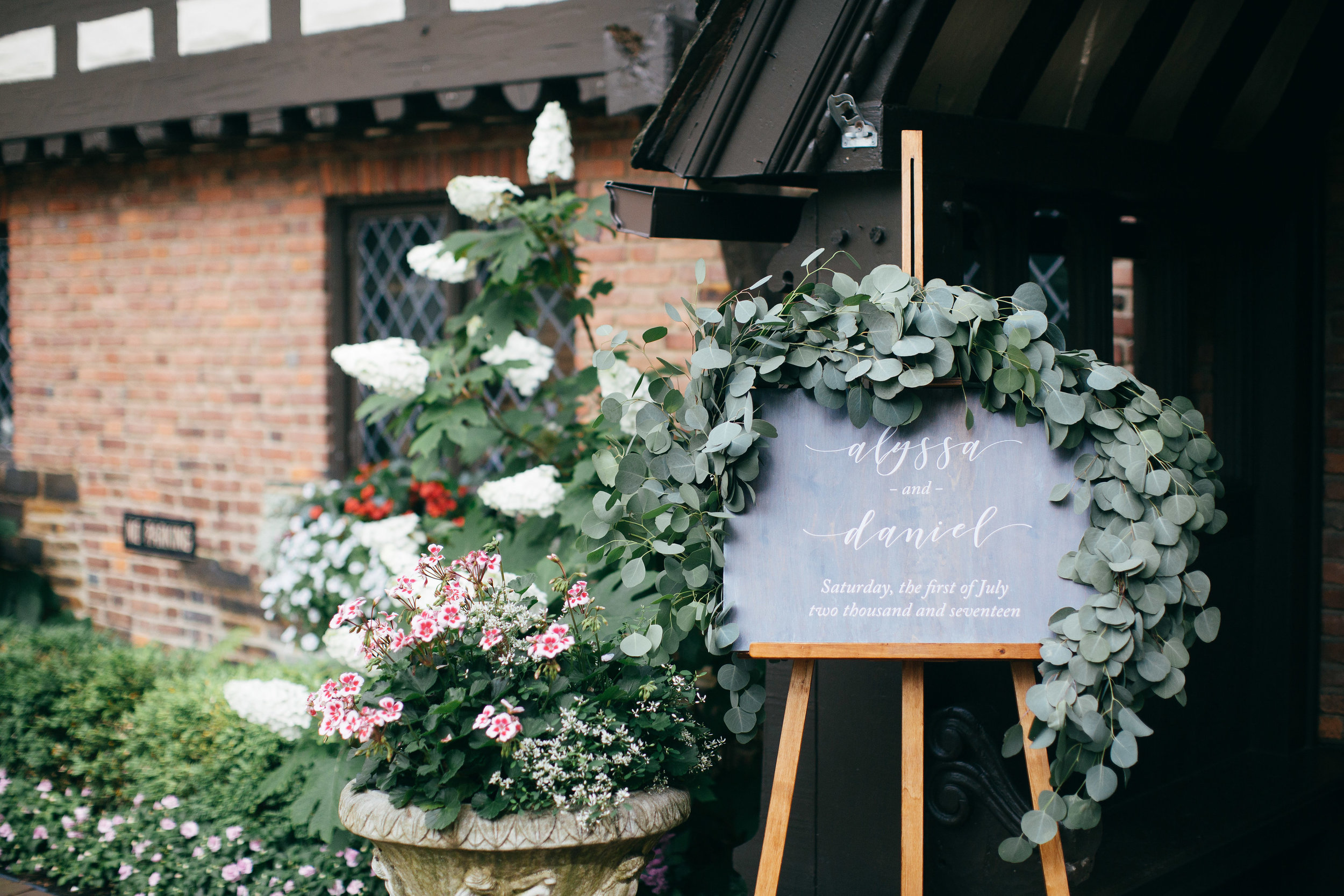 The Club at Hillbrook wedding entrance sign