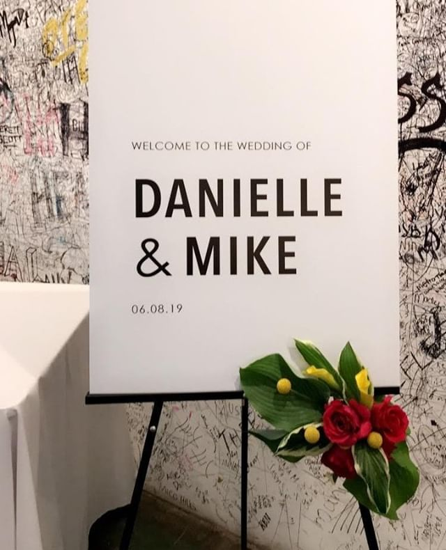 We recently had the great pleasure of managing Danielle + Mike's wedding at @greatlakessciencecenter and @redspaceevents. We absolutely loved their minimalist and tropical theme, which was perfectly exemplified in their greeting sign for their reception. Check out our stories to see some more snaps we captured during their beautiful day!  . . . Rentals - @borrow_curated Linens - @lniquelinens Florals - @dietzfloralstudio Signage - @lovelysomethingsweddings . . . . #ClevelandWedding #Cleveland #CleWedding #ClevlandWeddingPlanner #AkronWedding #AkronWeddingPlanner #AkronBride #OhioWedding #OhioBride #OhioWeddingPlanner #weddingplanner #bridetobe #weddinginspo #weddinginspiration #beinspired #fallinlove #ecofriendlywedding #weddingideas #earthfriendly #sustainability #ecofriendlybrides #weddingdesign #ido #theknot #vlistmember #bestofweddings2019 #oakandhoneyevents #oakandhoneyeventplanningco