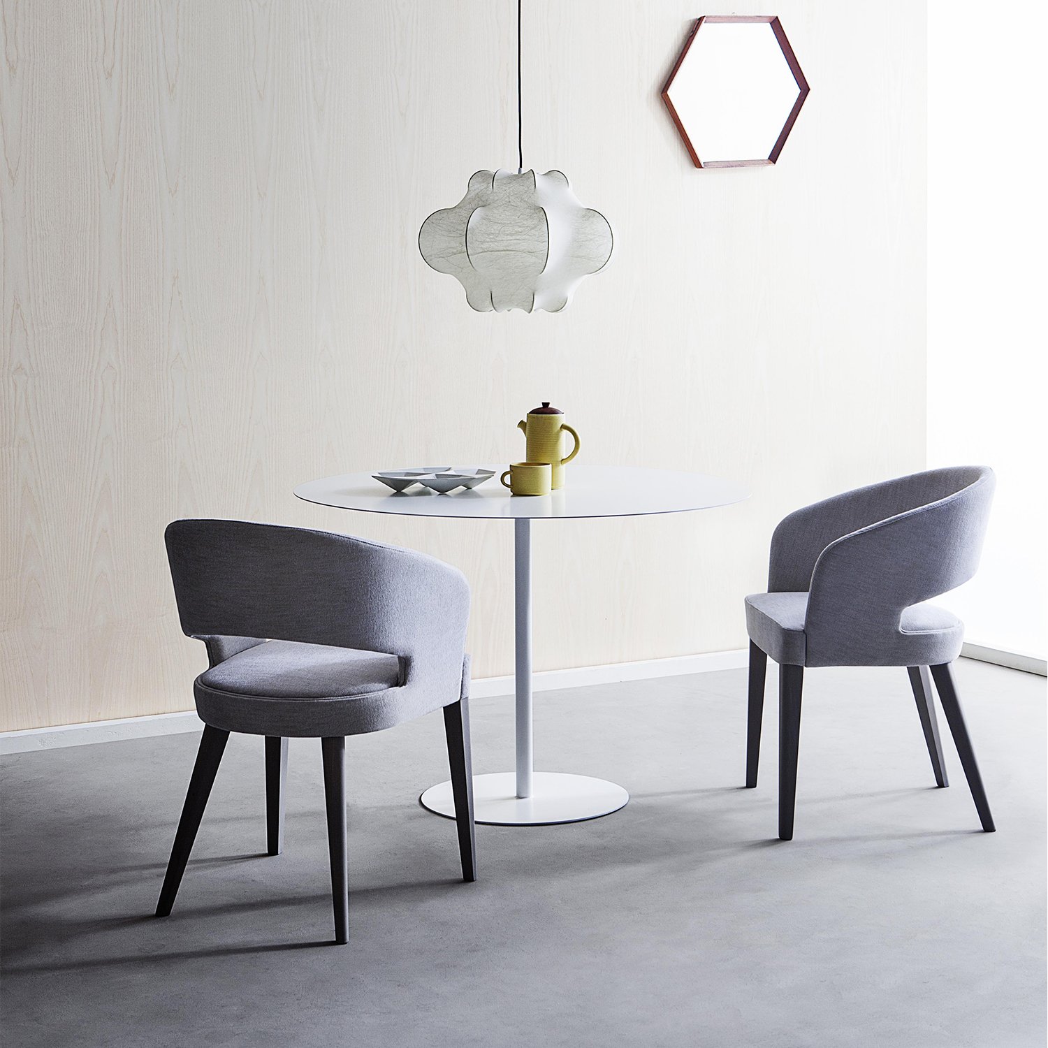 Ray 262 - ORIGINS 1971 COLLECTION BY PALMA - The shell of these small armchairs and stools has a wide opening at the upholstered seat. A feature which, as well as lightening the overall design of the seat, facilitates its movement, a particularly popular bonus in contract furnishing.
