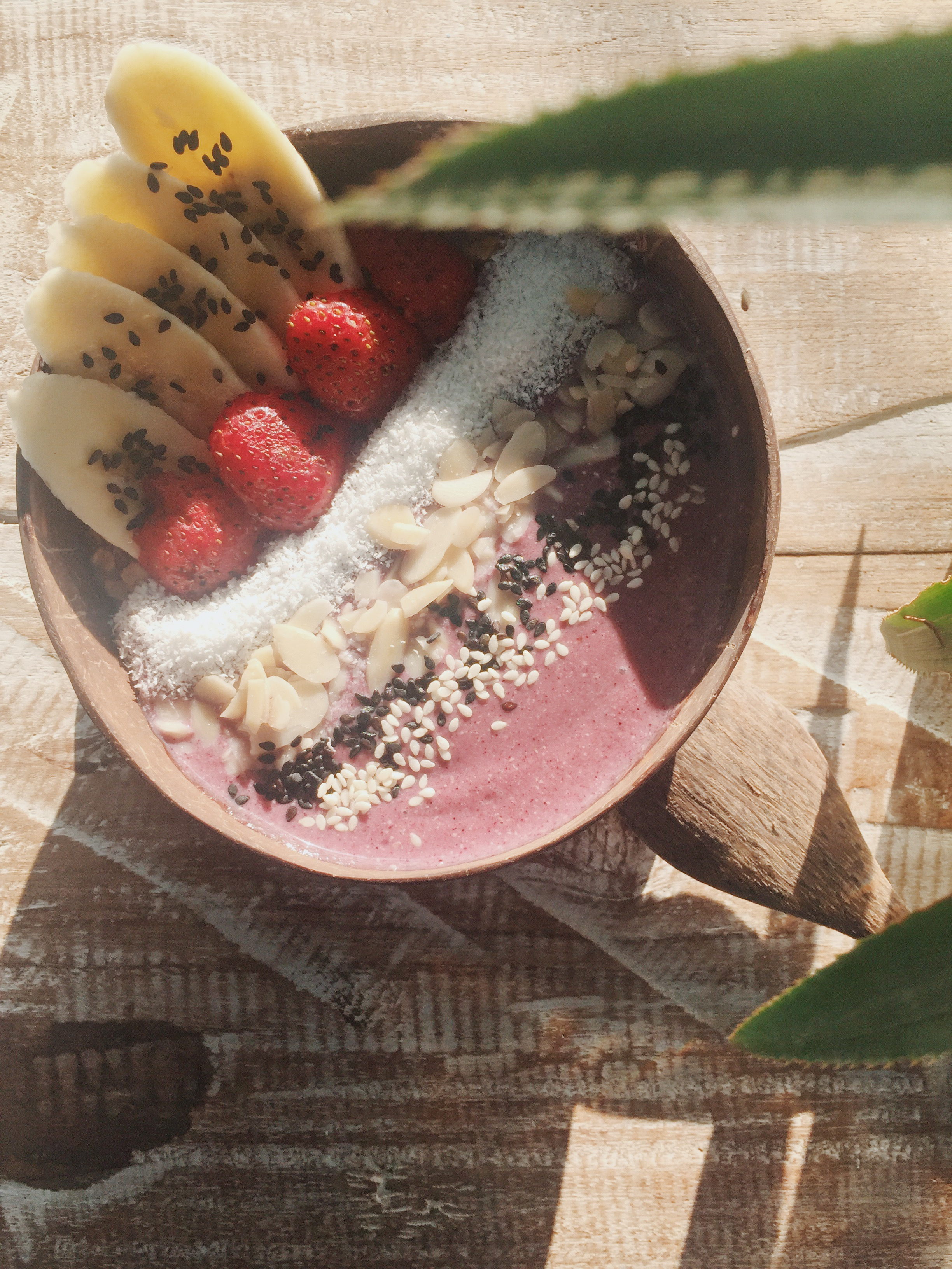 Hello Capitano's  best seller, Banana Almond Berry with Agave Smoothie Bowl.