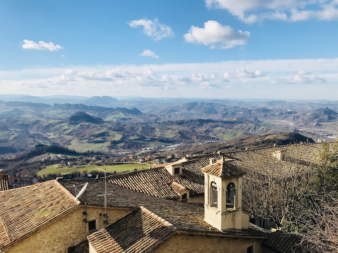 Photo of San Marino looking out over the rest of surrounding Italy.jpg