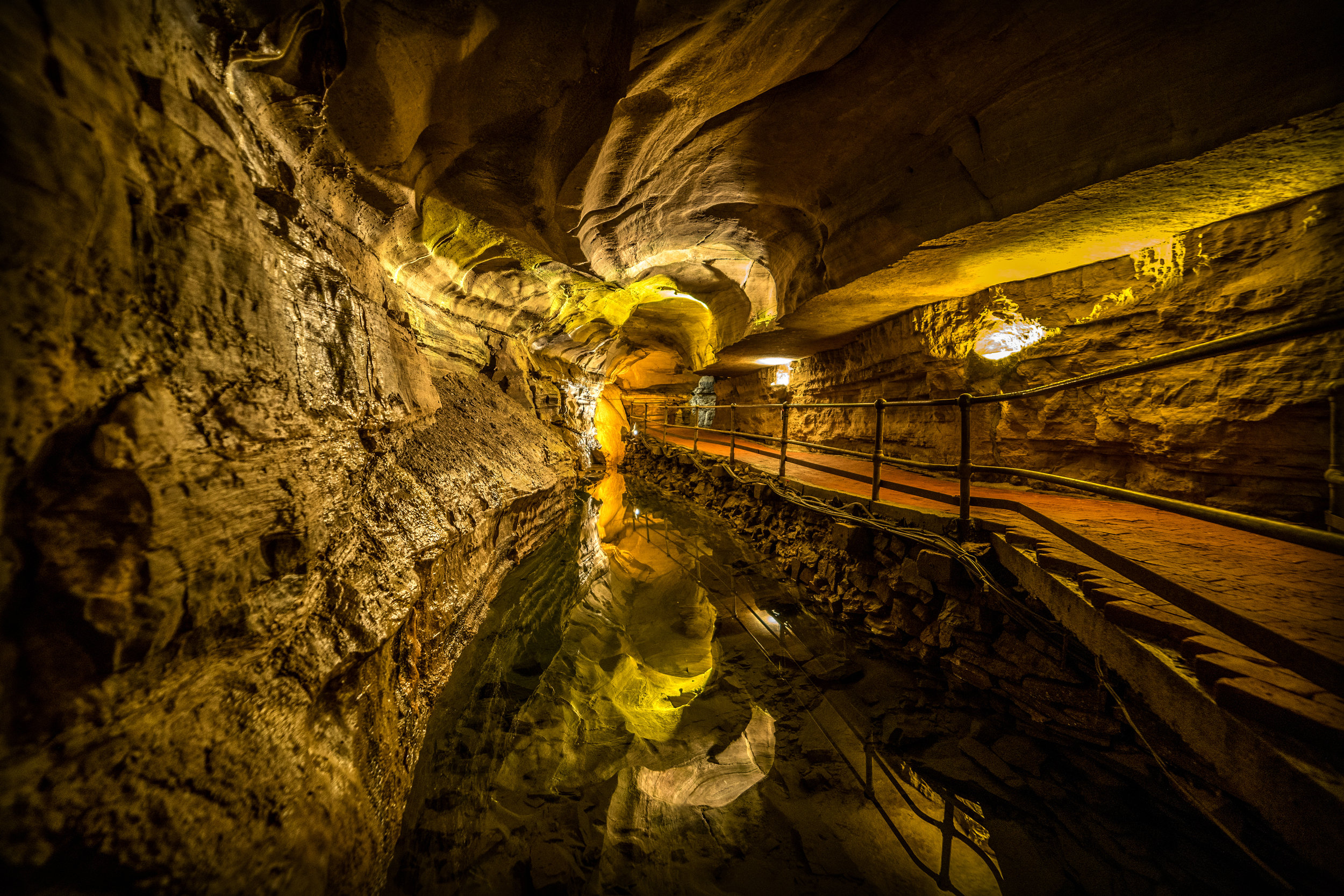 Howe Caverns, Inc.:  Premier world-famous attraction; guided cavern tours, gift & souvenir shop, homemade fudge, gemstone mining, snack bar, Motel, and more!