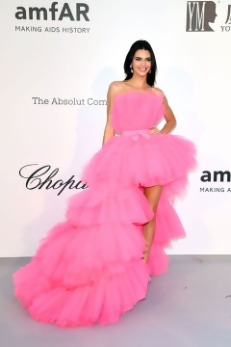 Kendel-Jenner-2019-Cannes-outfit.jpg