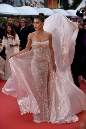 Camila-Coelho-2019-Cannes-outfit.jpg