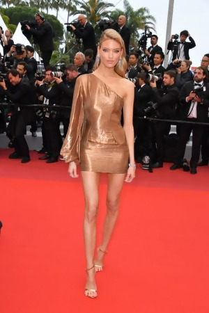 Martha-Hunt-2019-Cannes-outfit.jpg