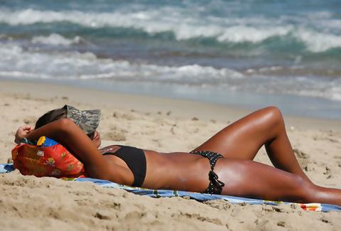 girl_getting_suntan.jpg
