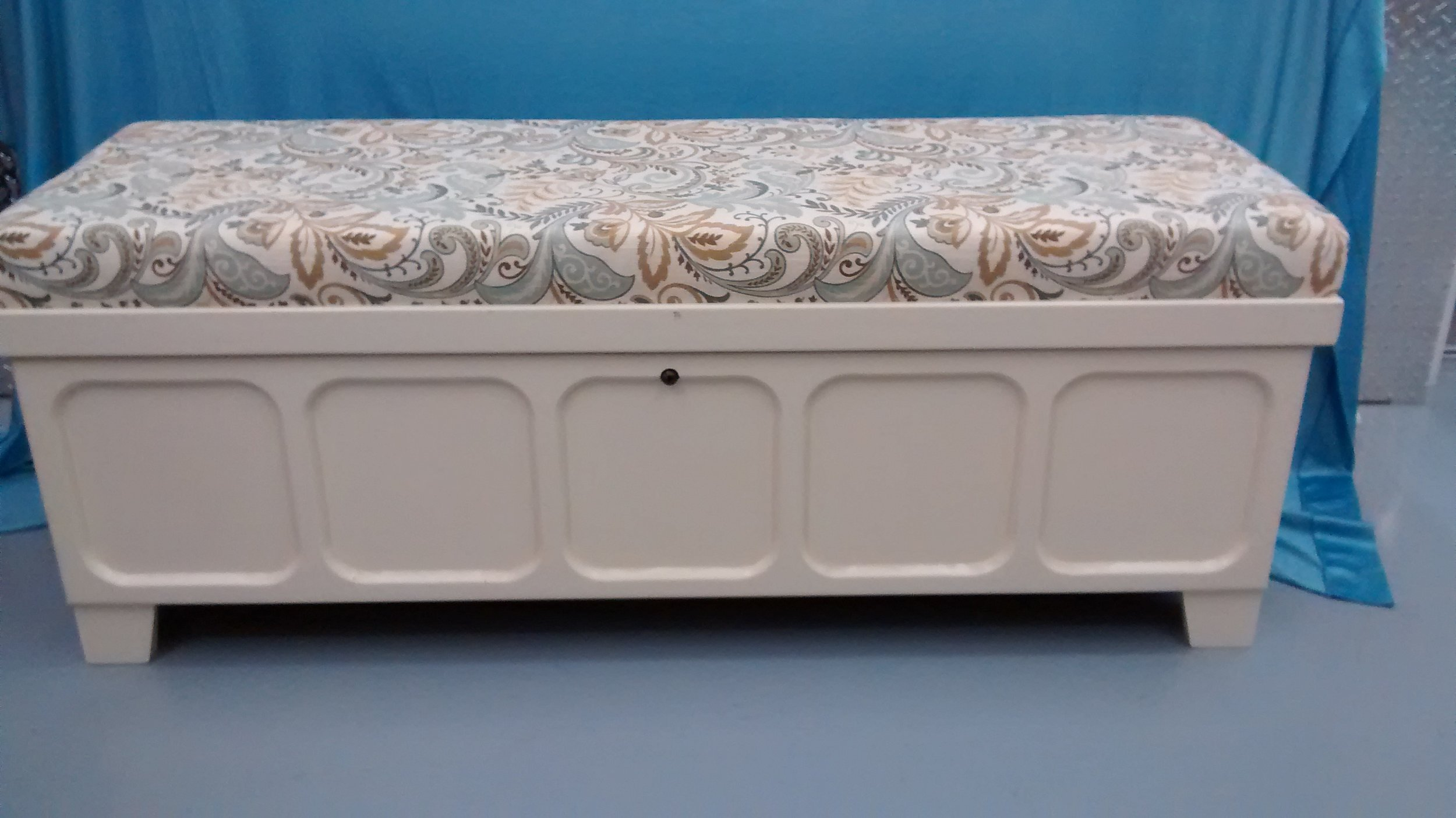 Upgraded Lane Cedar-Lined Hope Chest with Cushioned Top