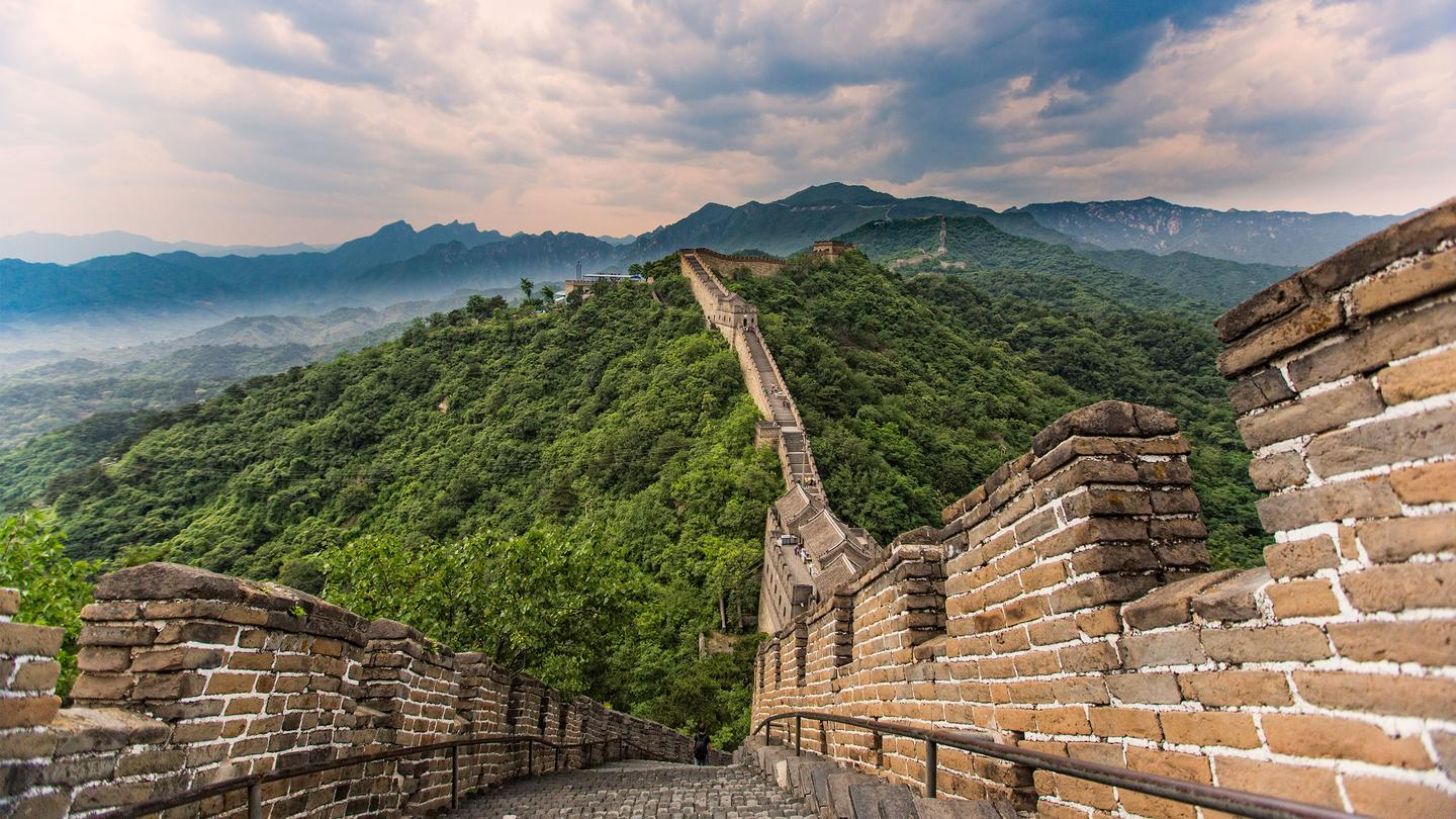 walk the great wall of china -