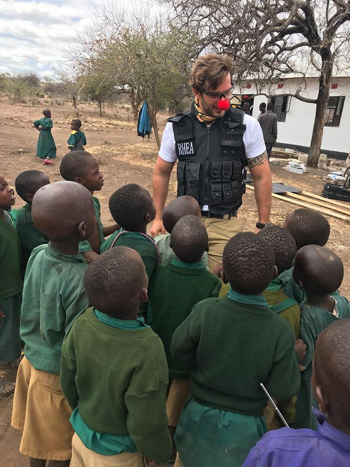 Τανζανία, Αφρική - 15 Μαρτίου, 2019   Σήμερα γιορτάζουμε τη διεθνή ημέρα της 'Κόκκινης Μυτούλας' και τιμούμε τη γενναιοδωρία και τους εράνους των ατόμων και οργανισμών σε όλο τον κόσμο που προσπαθούν να βελτιώσουν τις ζωές των ανθρώπων που γεννήθηκαν σε λιγότερο ευνοϊκές συνθήκες απο τις δικές μας.