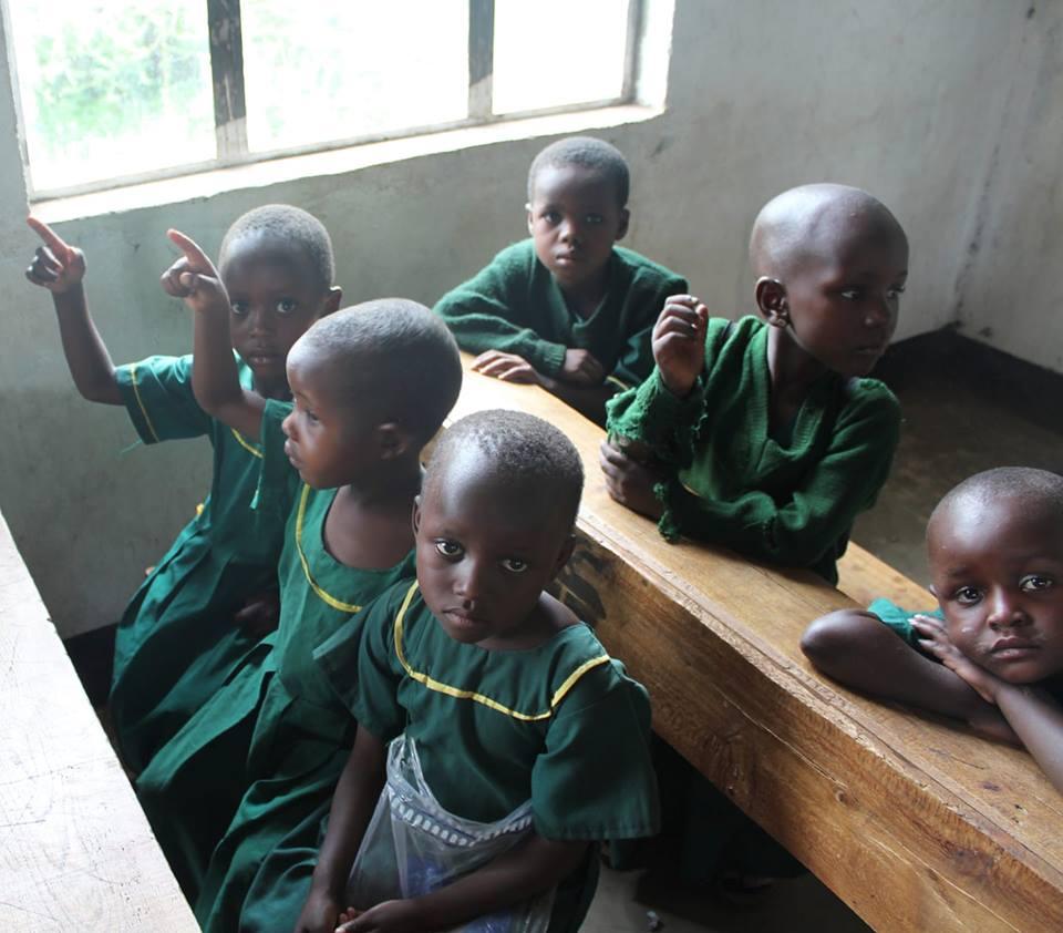Τανζανία, Αφρική - 3 Απριλίου, 2019   Κάντε υπομονή παιδιά, σύντομα έρχεται βοήθεια. Εκτιμάται ότι 1 στα 3 παιδιά ηλικίας 6-11 ετών εγκαταλείπουν το σχολείο λόγω ασθενειών που συνδέονται με το μολυσμένο νερό. Η δημιουργία μιας βιώσιμης και καθαρής πηγής νερού για αυτά τα παιδιά είναι η κύρια μας προτεραιότητα για φέτος.