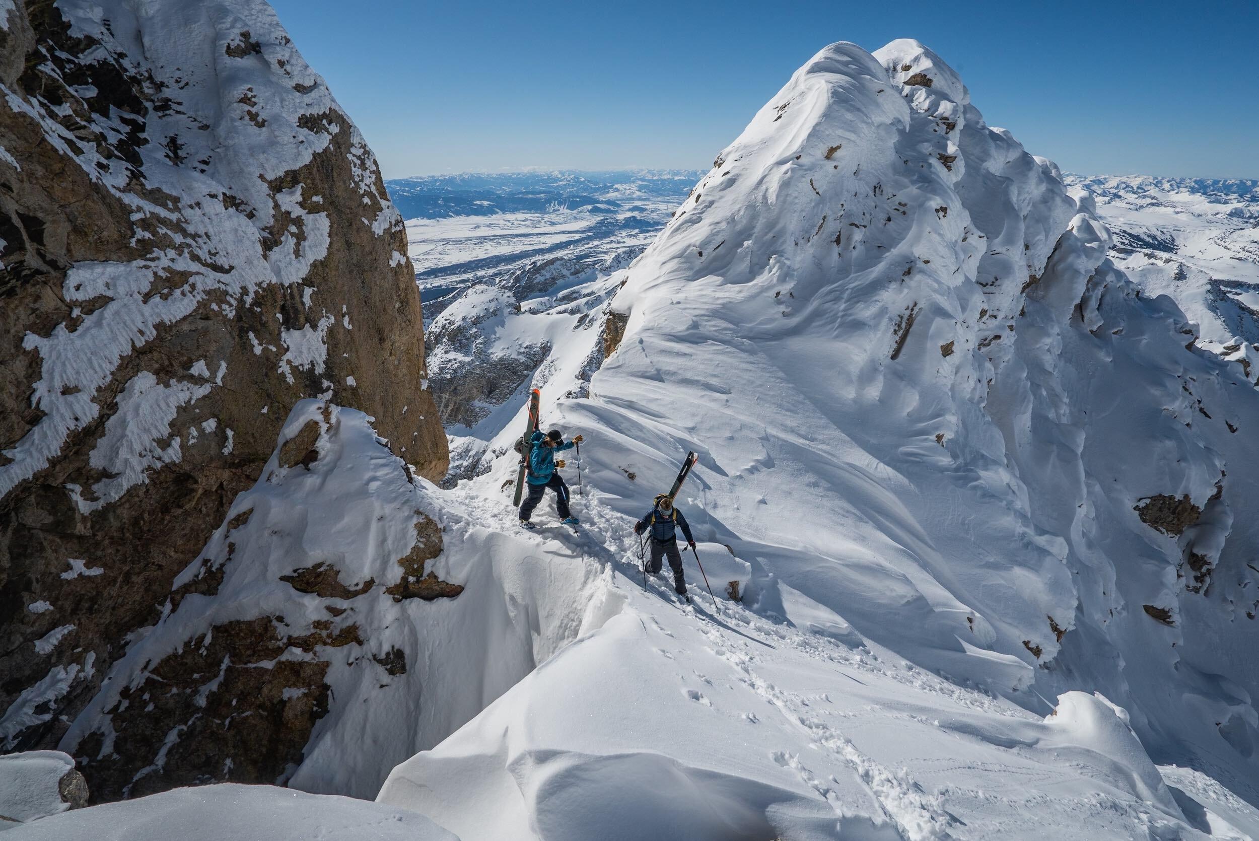 Cody and Mark Smiley traverse the ridge //  [o]   @bjarnesalen