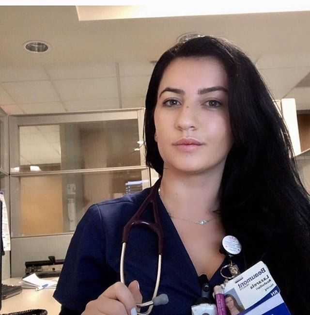 It's our pleasure to present you with Lazarela Rexhollari, she is currently working on a medical surgical floor, and she has been a registered nurse for 2 years. Her goal is to become a Family Nurse Practitoner one day 🙏🏻 Make sure to follow her @lazarela83 during her journey through medicine! 👩‍⚕️ #medicine #medsurg #registerednurse #rn #rnlife #futurenursepractitioner #futurenp #fnp #vitalyhealth