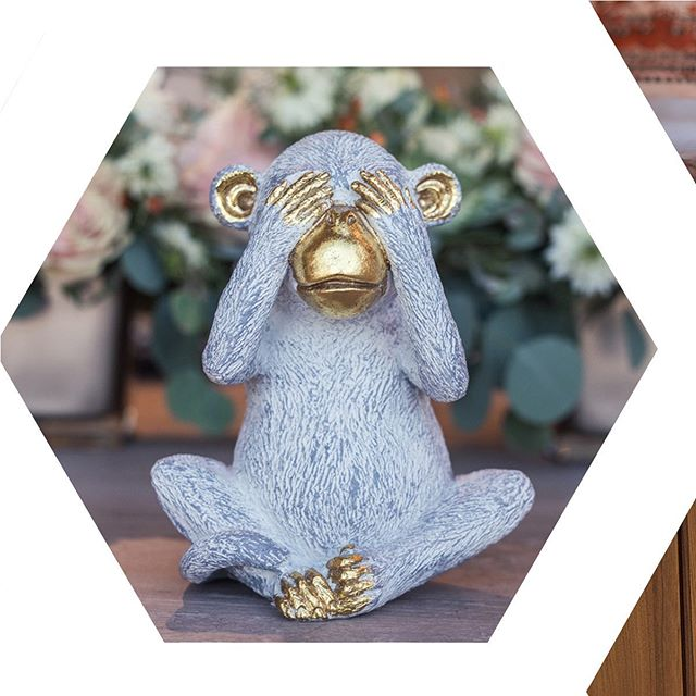 See no evil, do no evil! Who are we kidding this monkey is cute and all goodness. One of the little special touches @chemistryeventsyyc added to a styled wedding tablescape recently. It's the little things that bring such delight at events. . . . #yycweddings #yycstylist #calgaryphotographer #calgaryweddingphotographer #calgaryweddings #greatevents #weddingplanner #weddingphotography #monkeyseemonkeydo #seenoevil #eeddingdetails #tablescape #commercialphotography