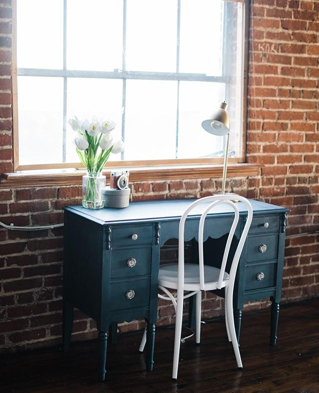 🖌️ This desk was a quick DIY project when I moved in. It was originally a cream color, but I wanted more of a moody charcoal to pop against the brick and white walls. Plus it looks 🤤 with all my gold accent props...⁣ ⁣ #lancasterpa #photostudio