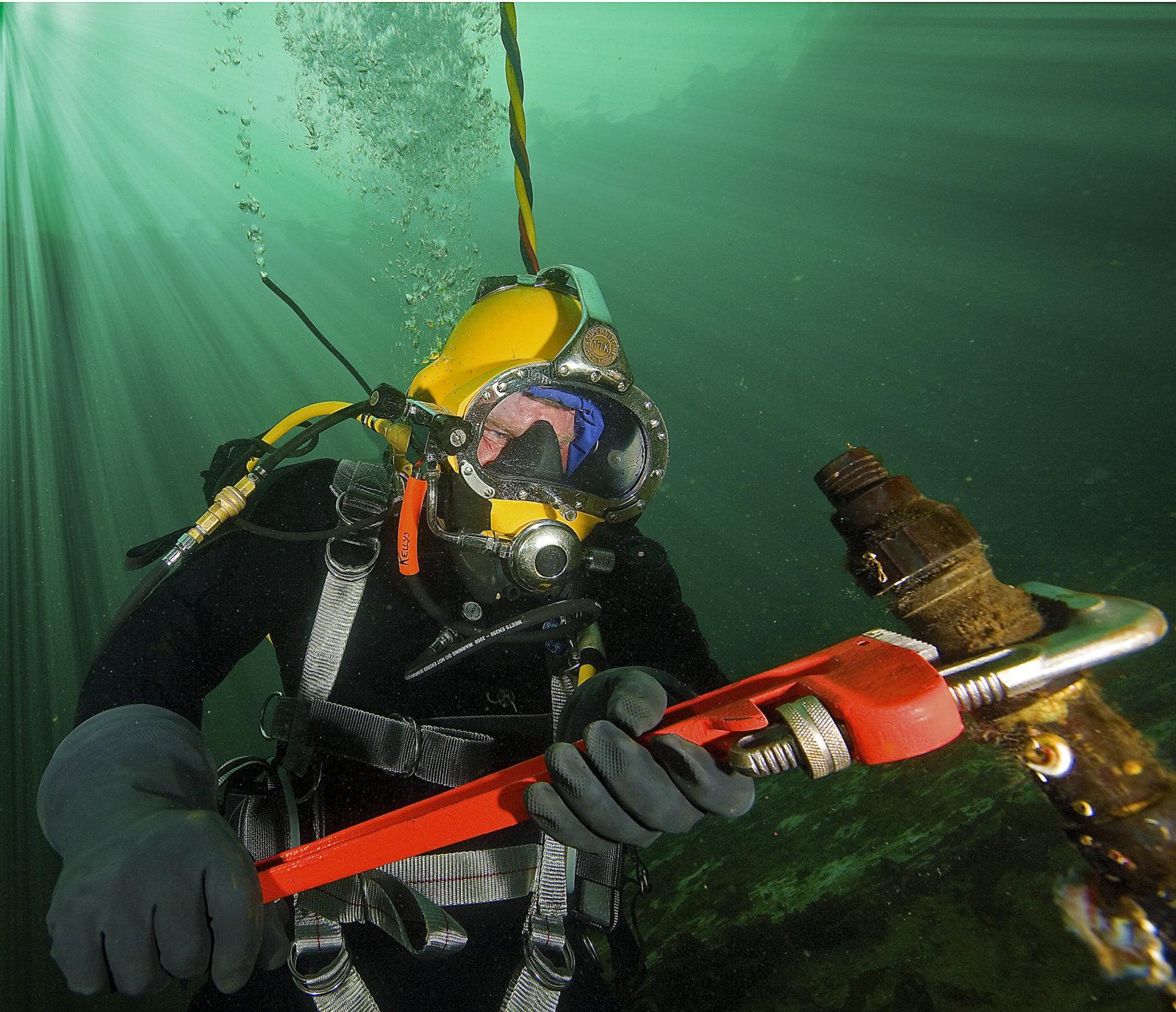 Construction Diver -