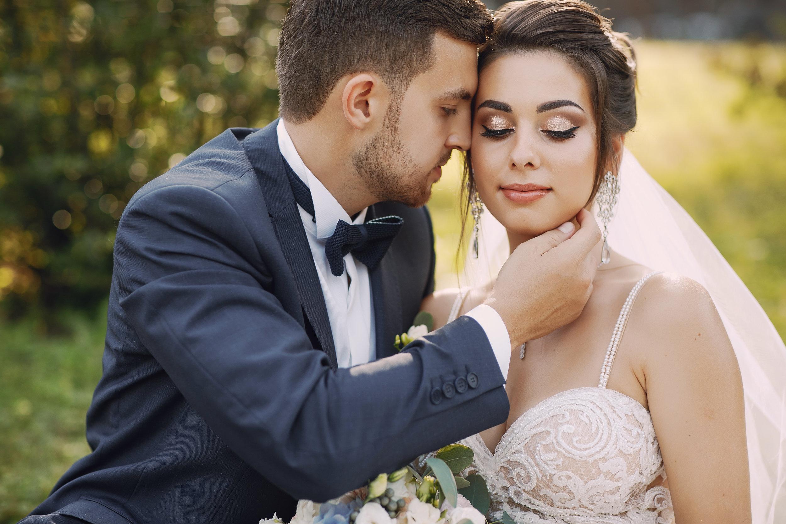 wedding-couple-9PHFX4B.jpg