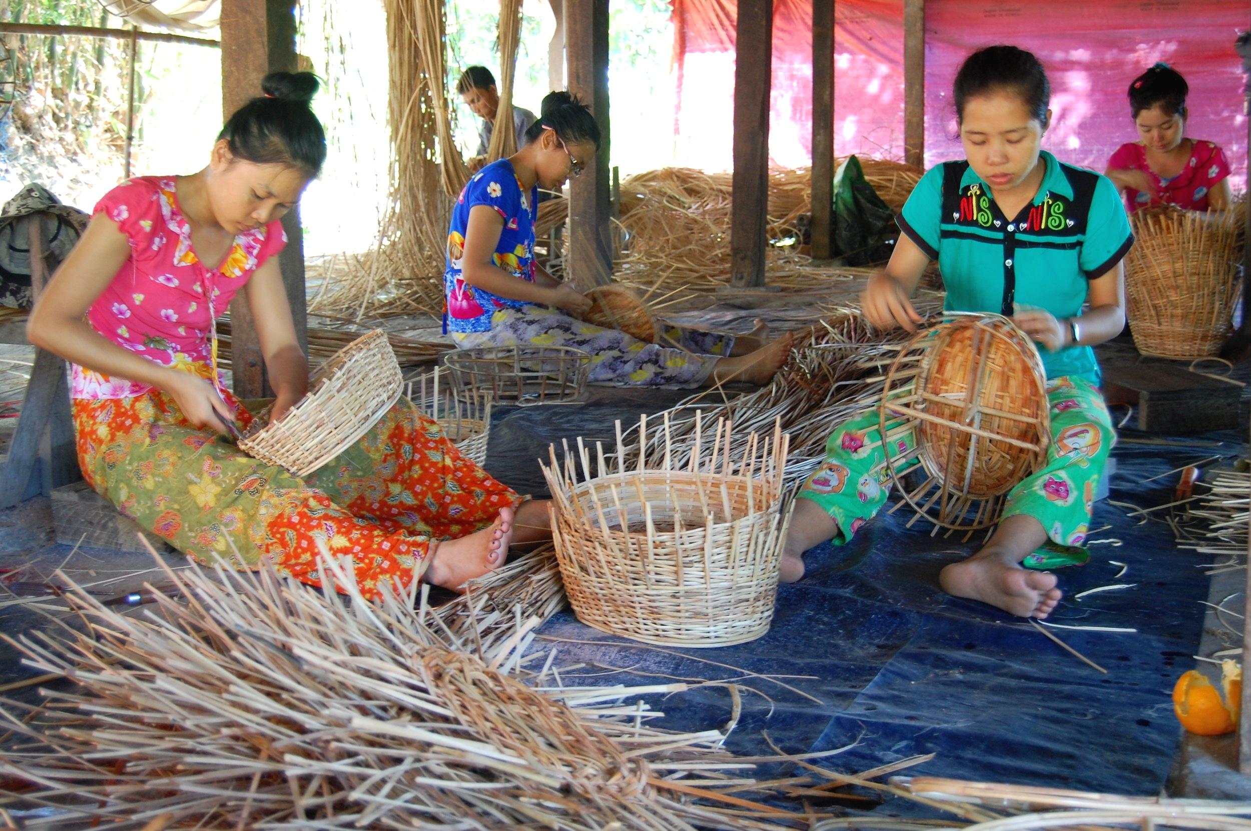 Hlegu basket weaving.JPG