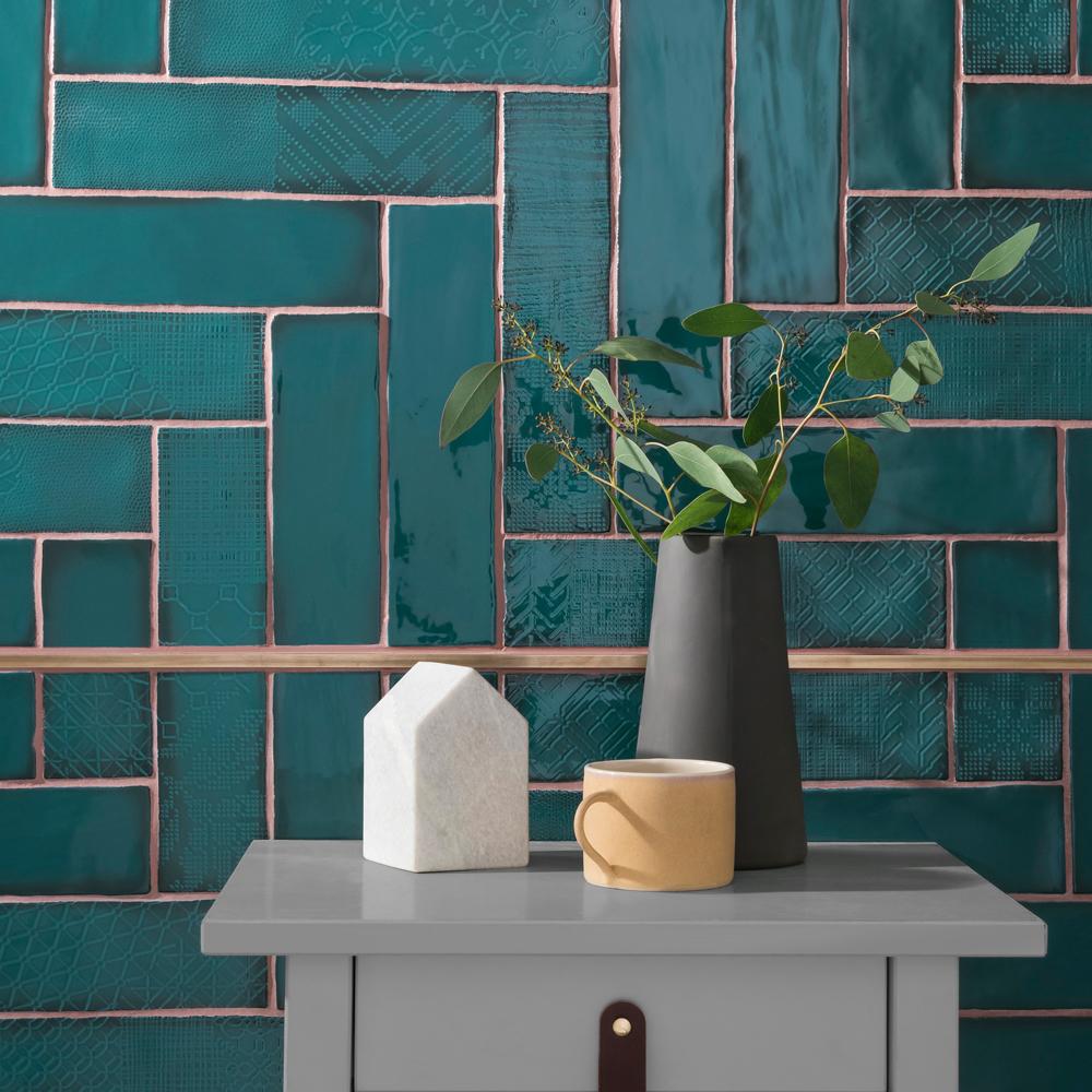 Topps-Tiles-Lampas_Peacock_Plain_Pattern_Cameo.jpg