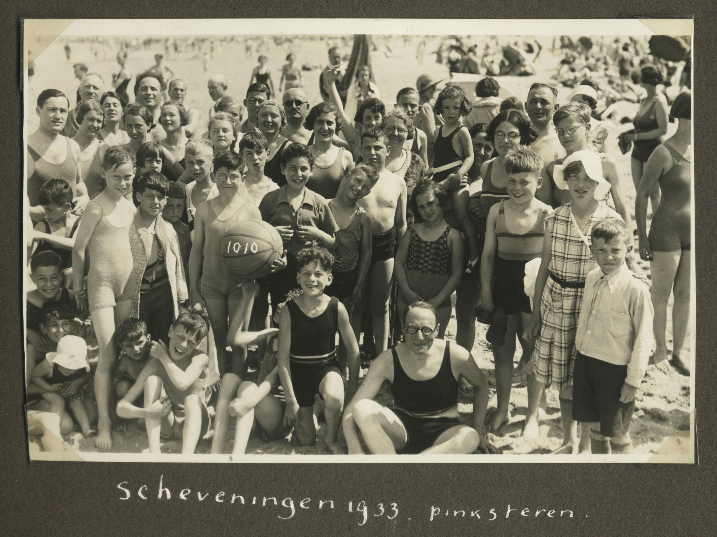 T2-04-GFH-album-no.-256-Scheveningen-1933_forweb.jpg