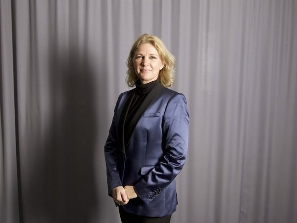 Maria von Hertzen , grundare och ordförande i styrelsen för Showdansskolan FLEX. Maria är utbildad dansös och koreograf vid London School of Contempory Dance 1981. Hon är också full medlem i Sveriges Dansorganisation SDO med både nationell och internationell domarkompetens i modern dans, jazzdans, showdans och disco. Maria är uppväxt i Helsingfors, där hon hade en 15 år lång karriär som professionell dansös och koreograf med uppdrag i hela Europa och Japan. 1986 blev Maria konstnärlig ledare för dansteater ROLLO i Helsingfors. 1992 startade hon dansskolan MIM i Polen som fortfarande är aktiv. 2001 grundade Maria Showdansskolan FLEX i Vallentuna som idag har ca 600 danselever.