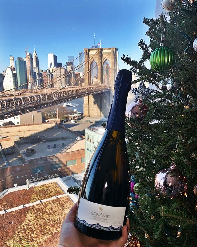 Christmas is coming and @grillantewine is a great way to celebrate all your special moments. Cheers to Christmastime in New York!