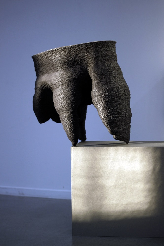 1240  | Black stoneware  Photo credit: Courtesy of the artist
