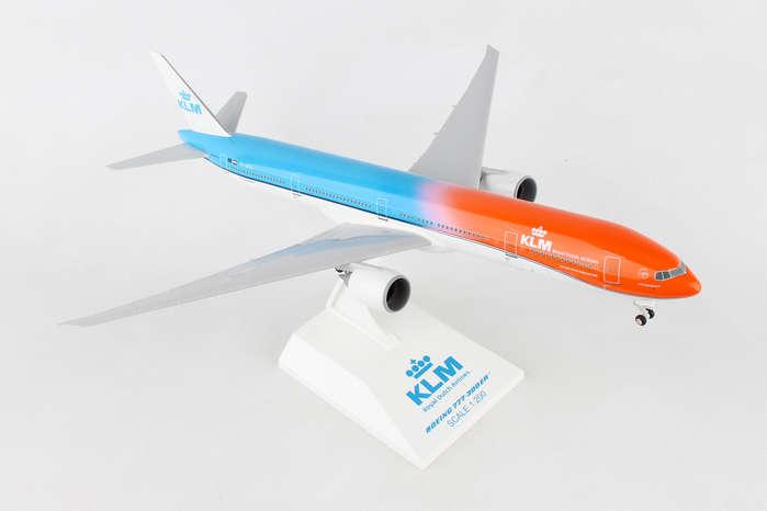 - 1/200 KLM 'Orange Pride' 777-300ER £55.00