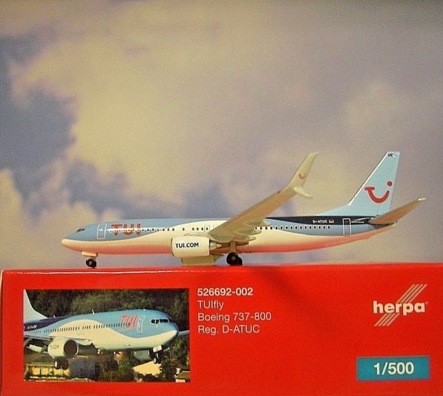 - 1/500 TUIfly 737-800 D-ATUC £25.00