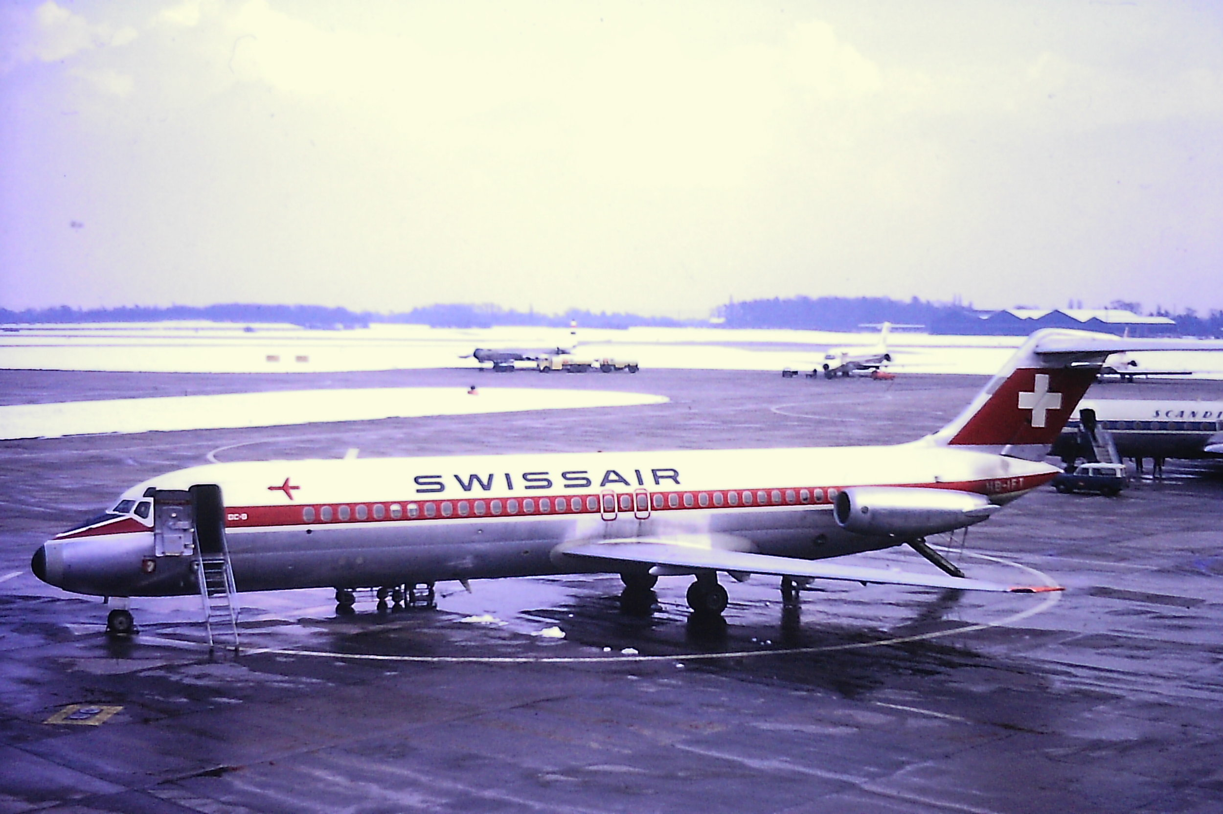 Another from 4th March '70 saw Swissair Dc9 HB-IFT put in an appearance. However, a real aircraft line up had started to materialise in the Southbay including a United Arab Airlines Comet (one of two that day),SAS Dc9,Austrian Airlines Caravelle and an MEA CV990 (unfortunately just out of the picture). Photo Eric Wright.