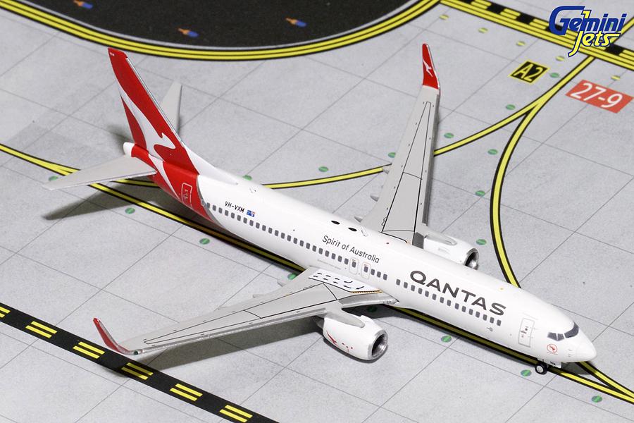 - 1/400 Qantas 737-800 VH-VXM £40.00