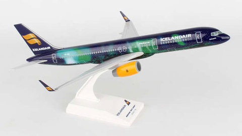 - 1/150 Icelandair 'Hekla Aurora' 757-200 TF-FIU£55.00